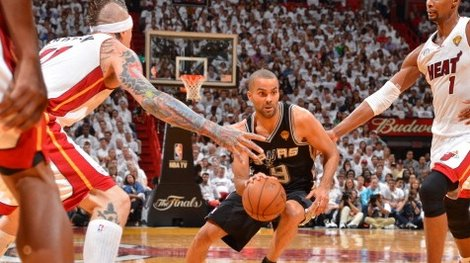 Defending Tony Parker of the Spurs
