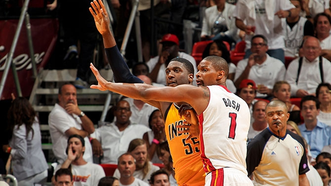 Roy Hibbert posting up Chris Bosh
