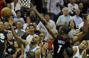 Chris Bosh blocking Tony Parker