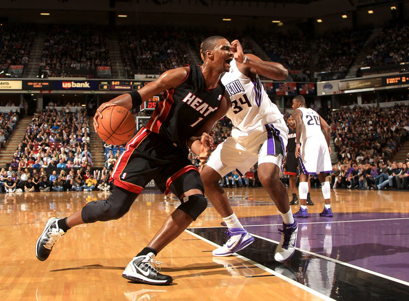 Chris Bosh drives on the Sacramento Kings