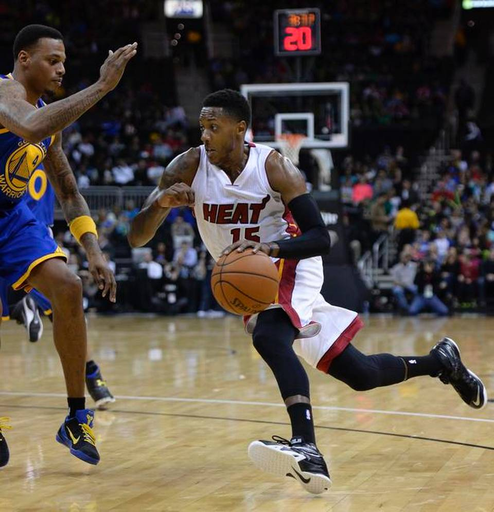 Mario Chalmers drives on Brandon Rush of the Golden State Warriors