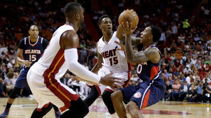 Dwyane Wade and Mario Chalmers playing defense