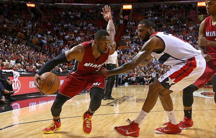 Dwyane Wade dribbling against the Washington Wizards