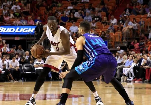 Luol Deng vs. Charlotte Hornets