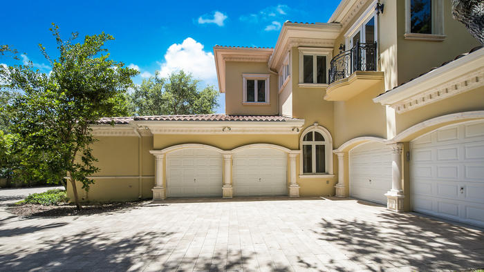 Tyler Johnson Puts 5 25m Miami Mansion On Market Full