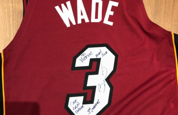 official photos 85de2 8ffa0 Dwayne Wade Gifts Orlando Magic Big Man With Signed Jersey ...