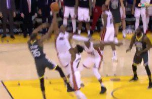 Dwyane Wade blocks Kevin Durant