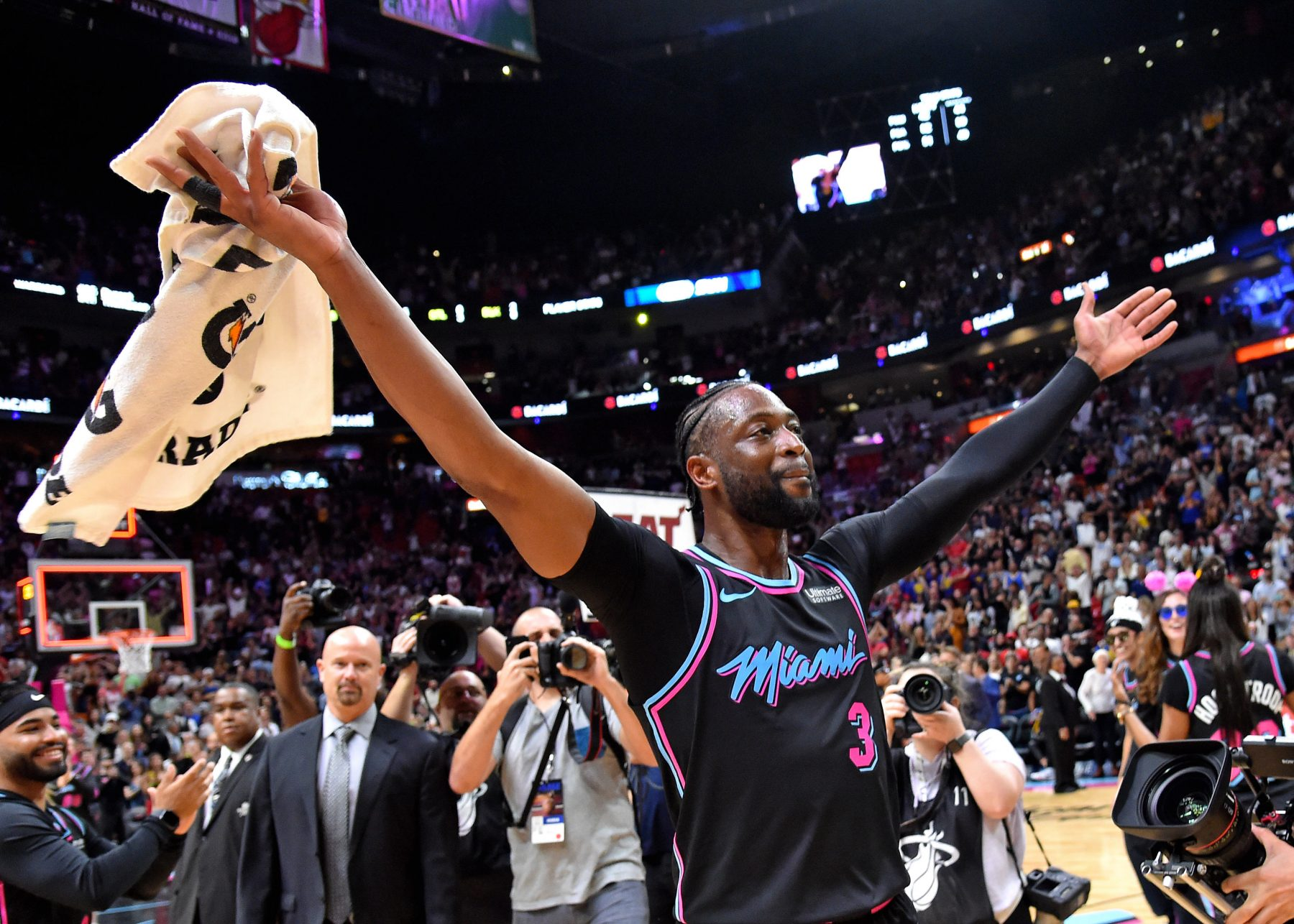 Dwyane Wade Thanks Kobe Bryant After Hitting Game-Winner ...