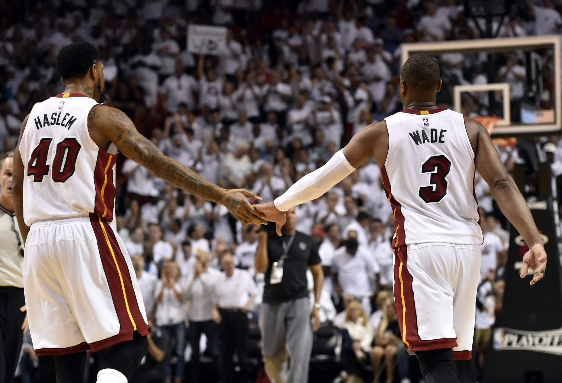 LeBron James, Chris Paul, Carmelo Anthony hit up Dwyane Wade's final game